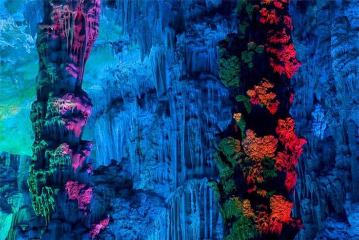 Удивительная пещера Тростниковой флейты (30 фото)