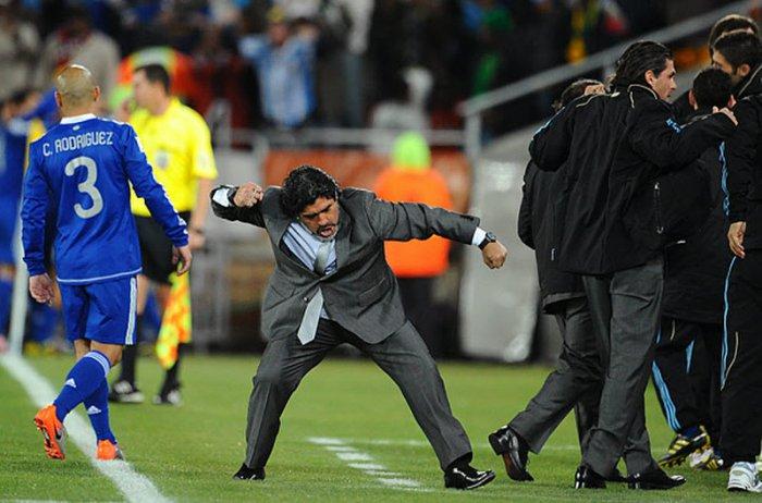 Великий Марадона: футболист и тренер (14 фото)