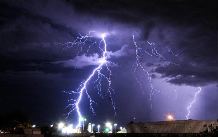 Сильные ураганы, гром и молнии (37 фото)