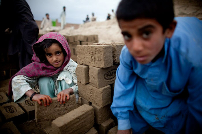 Детский труд на афганском кирпичном заводе (18 фото)