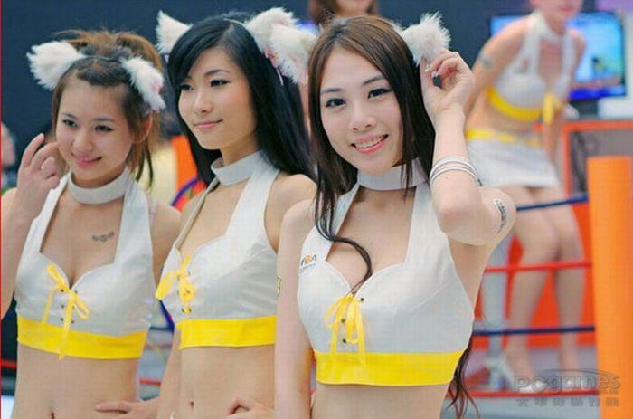 Девушки с выставки ChinaJoy 2010 (50 фото)