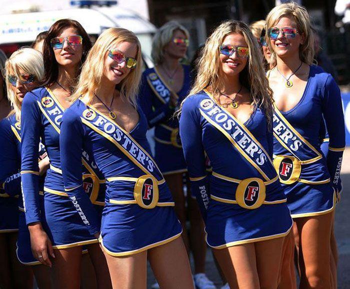 Очаровательные девушки с гонок Формула-1 (59 фото)