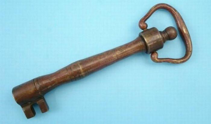 Помните, Золотой ключик Буратино. В нем есть что-то похожее на этот.