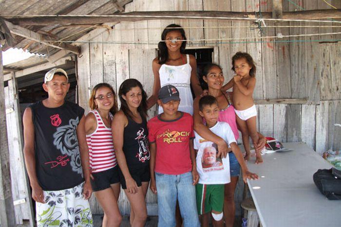 Самая высокая девочка-подросток в мире из Бразилии (5 фото)