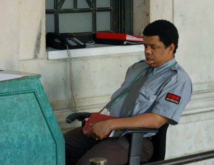 отель острова охранник спит на посту фото иркутске девушкой превращаются