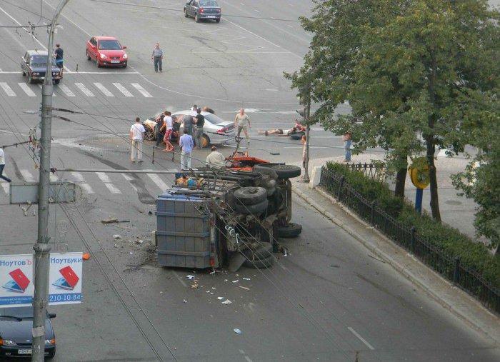 Столкновение Камаза (мусоровоза) и Хонды – Аккорд