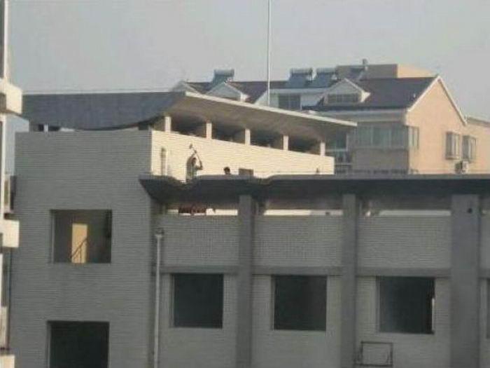Как сносят дома в Китае (9 фото)