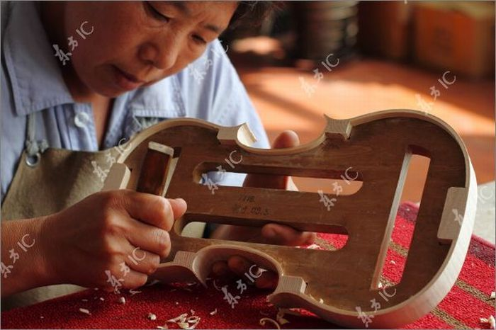 Как изготовит скрипку