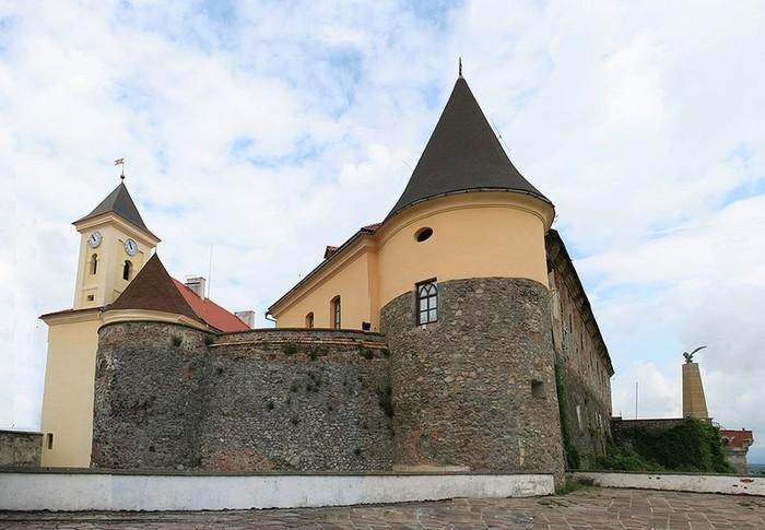 Мукачево – один из самых красивых городов Западной Украины (17 фото)