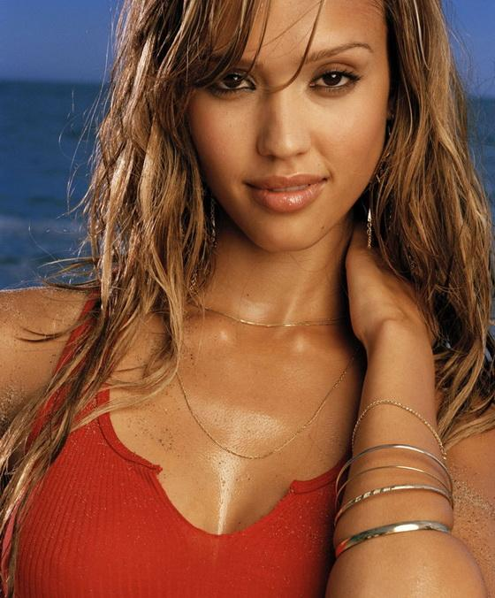 Джессика Альба в пляжной фотосессии