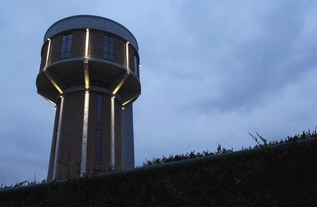 Дом в водонапорной башне (8 фото)