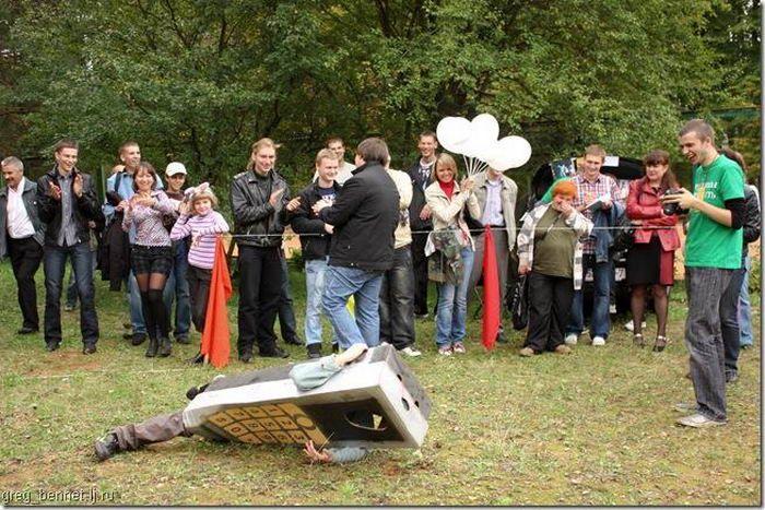 В Белоруссии прошёл чемпионат по метанию мобильных телефонов.