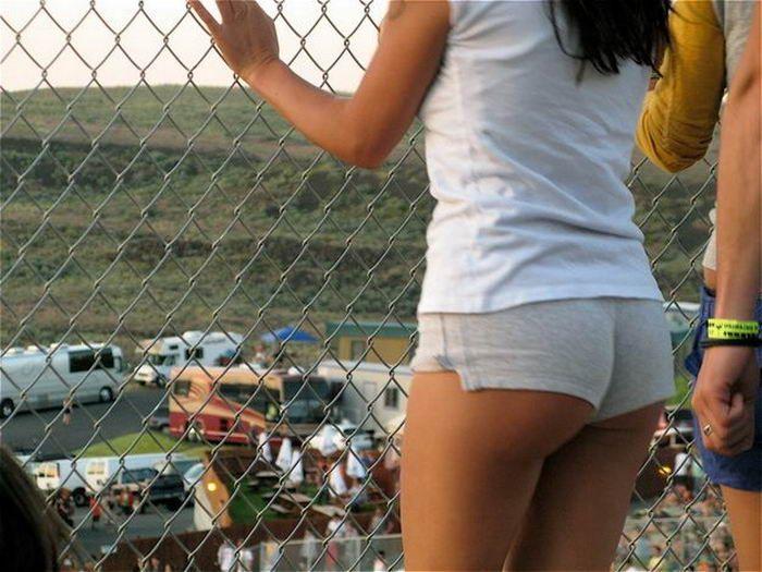 Симпатичные девушки в шортиках (35 фото)