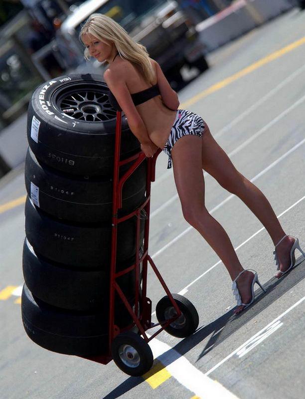 Картинки девочка на колесах