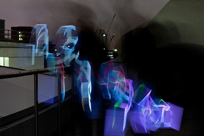 Оригинальный проект - трехмерная светопись (12 фото)