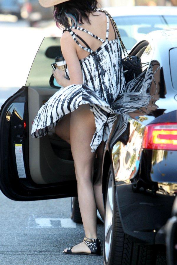 Кэти Перри одела платье в ветреную погоду (5 фото)