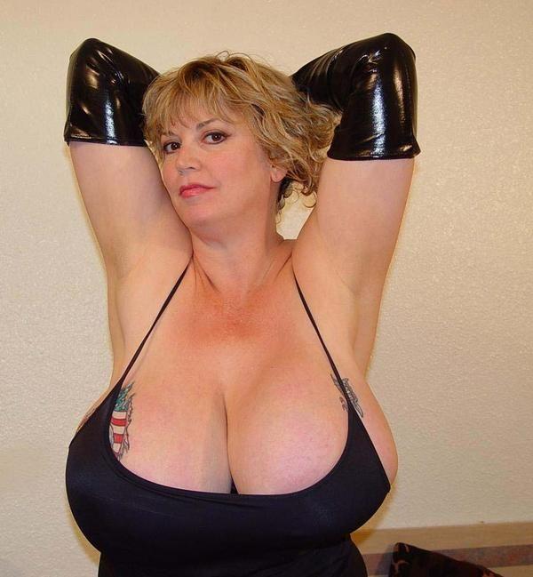 Фото старых женщин с огромной грудью из россии 6 фотография