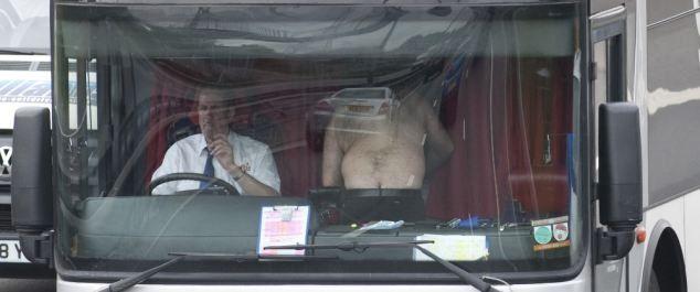 Чем занимаются мужчины за рулем (8 фото)