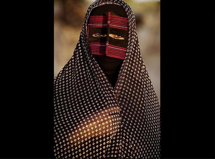 Традиционные маски у иранских женщин (15 фото)
