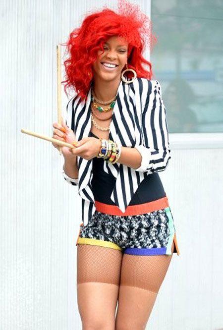 Rihanna в костюме клоуна (7 фото)