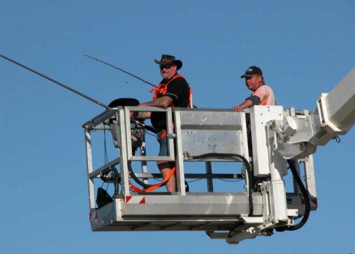 Как мужики рыбку ловили (2 фото)
