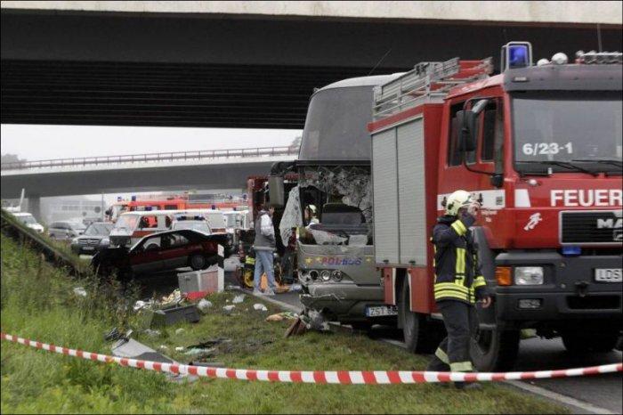 Страшная авария в Германии (7 фото +  видео)