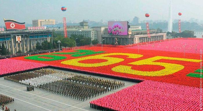 Большой парад в Пхеньяне (21 фото)