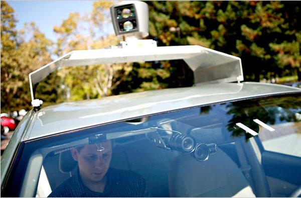 Google создал роботизированный автомобиль (2 фото)