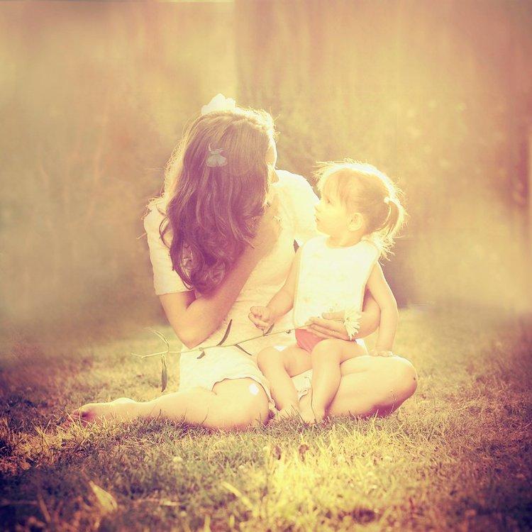 Мама с дочкой спиной картинка