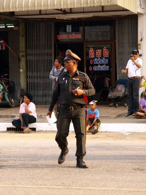Необычный Тайский полицейский (3 фото)