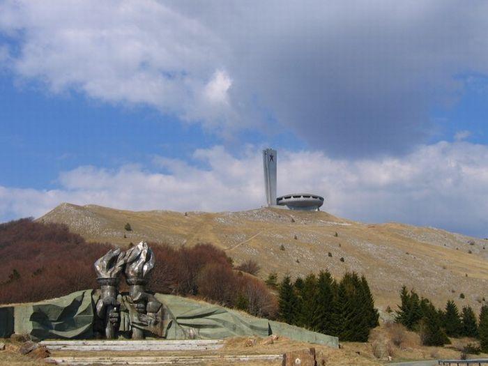 Монумент в Болгарии (7 фото)