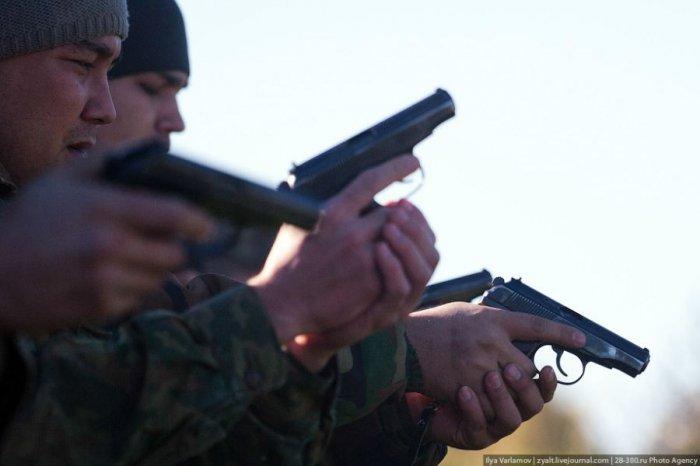 Учения бойцов Отряда милиции особого назначения (19 фото)