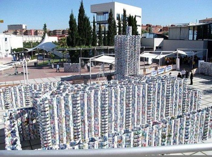 Город из молочных упаковок