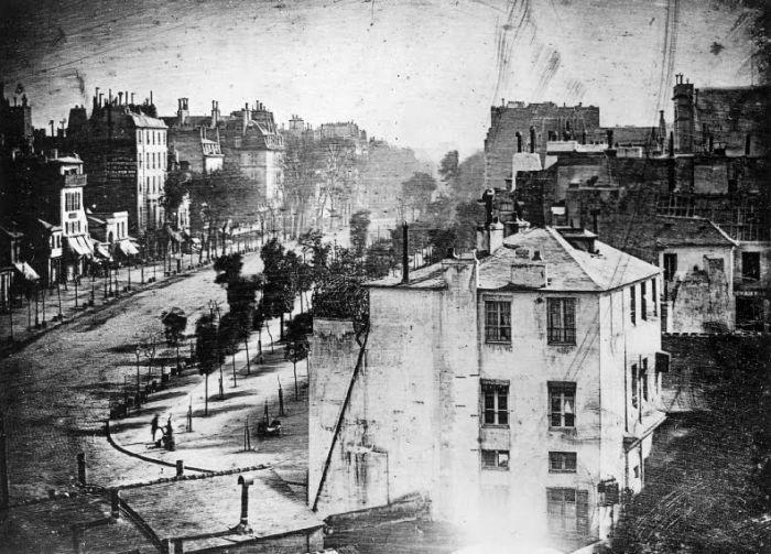 Самая первая в истории фотография человека 1838 г. (2 фото)