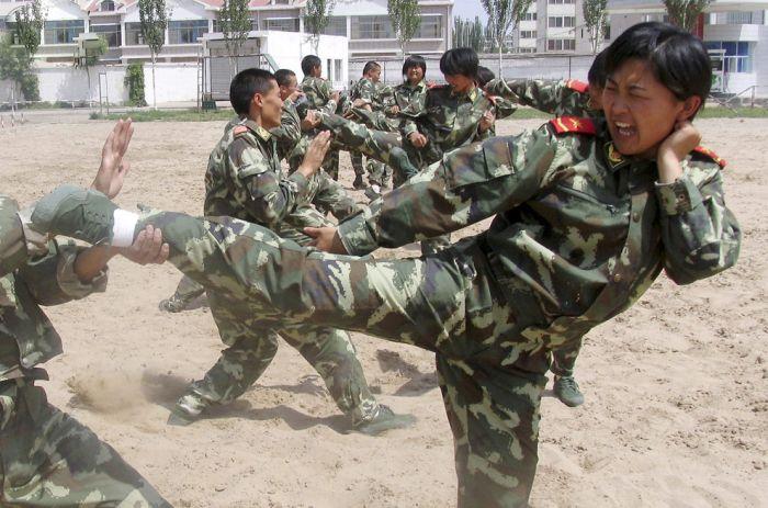 Девушки военные 30 фото