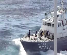 Береговая охрана Японии отжигает