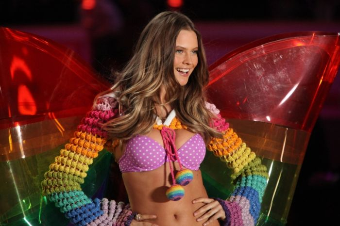 Шоу Victoria's Secret Fashion Show 2010 (62 фото)