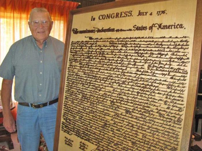 Декларации Независимости из древесины грецкого ореха