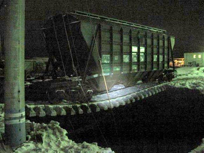 На железнодорожной станции в Перми образовалась воронка (4 фото)