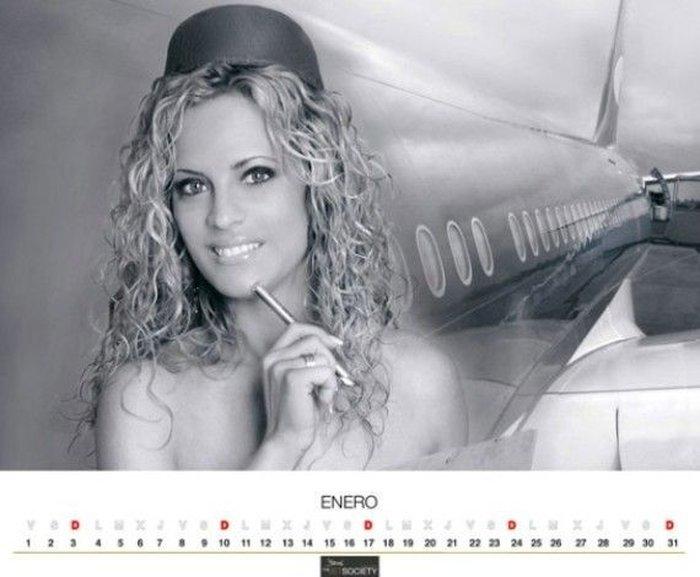 Уволенные мексиканские стюардессы выпустили эротический календарь (12 фото)
