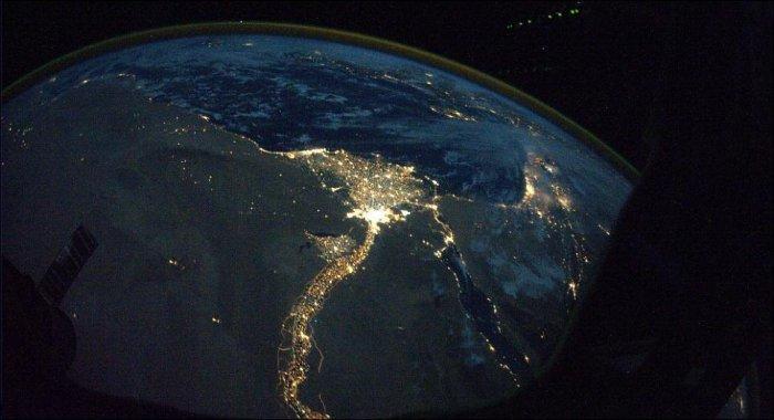 Несколько фотографий огней ночных городов, сделанные с борта космической станции.