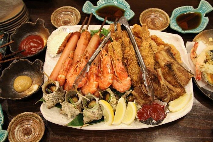 Перед вами пример, как встречают гостей за ужином в Японии.
