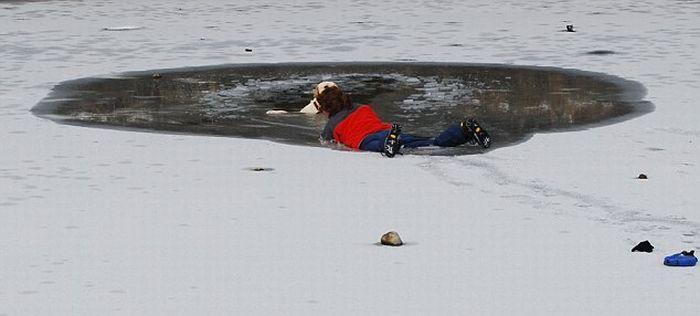 Женщина спасла свою собаку