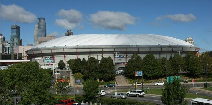 В американском городе Миннеаполисе у стадиона провалилась крыша