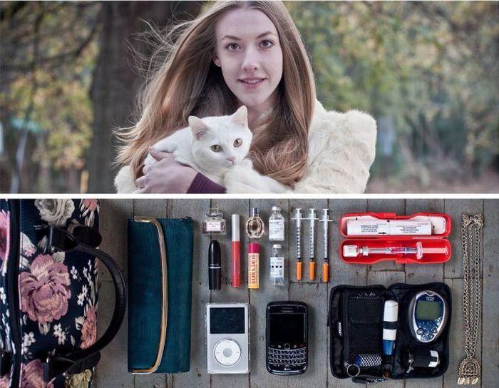 Люди с вещами, которые они носят с собой