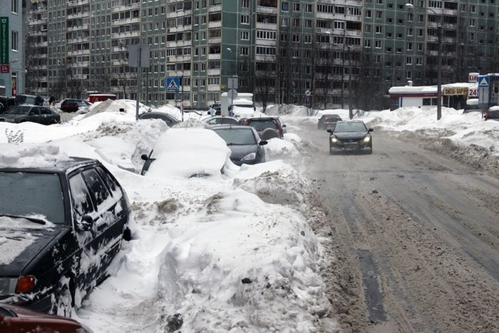 Владельцев автомобилей обязали расчистить улицы от снега