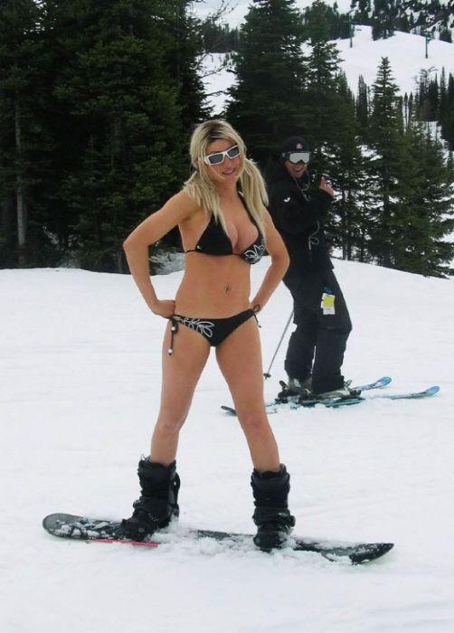 Девушка сноубордистка голая зимой фото ошибаетесь