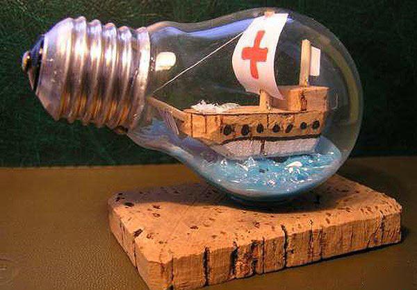 Поделки из электрических лампочек