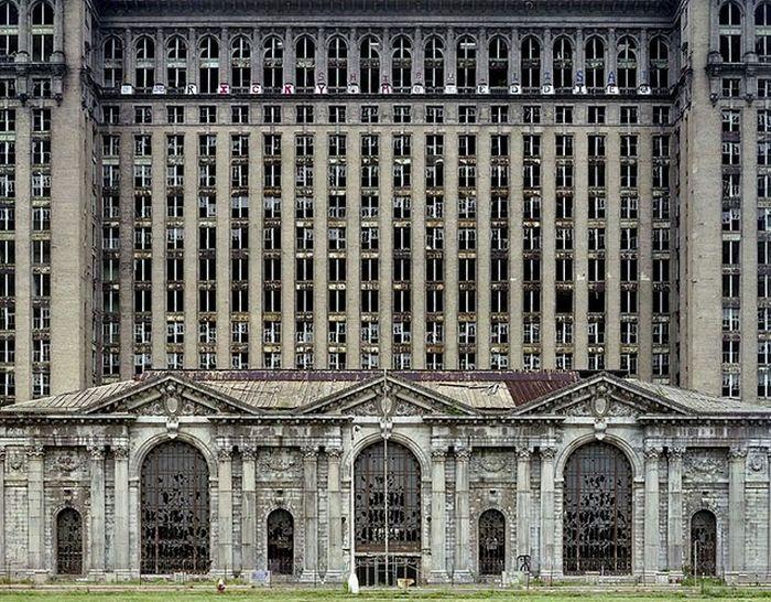 Заброшенный город, призрак Детройт (25 фото)