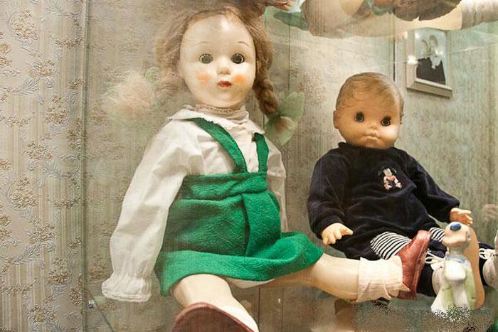 Старые игрушки из чемодана